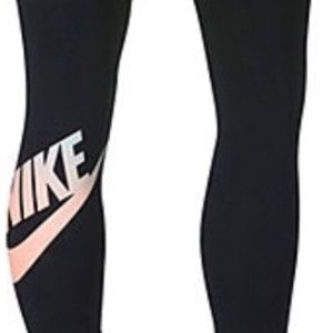 Nike Swoosh Workout Capris, Women's, Black
